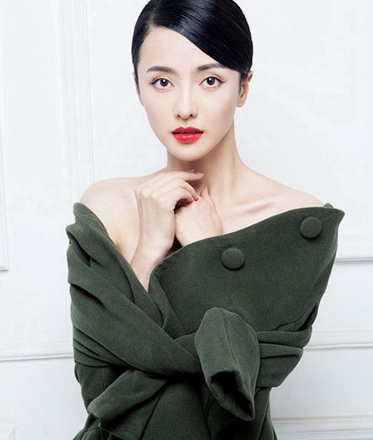 女神张芷溪:第4899期时尚潮流穿搭欣赏