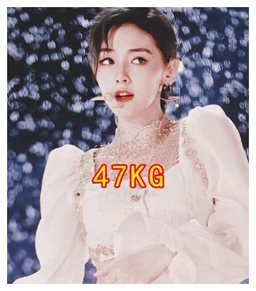 硬糖少女集体秀身材,张艺凡最重,希林一般,看到陈卓璇我不配吃