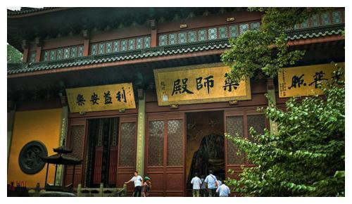灵隐寺有一副对联,悬挂了1700年,点醒无数世人,帮他们走出困境