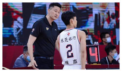 """广东队获得如此好的战绩的背面,和杜锋主教练的""""骂""""分不开"""