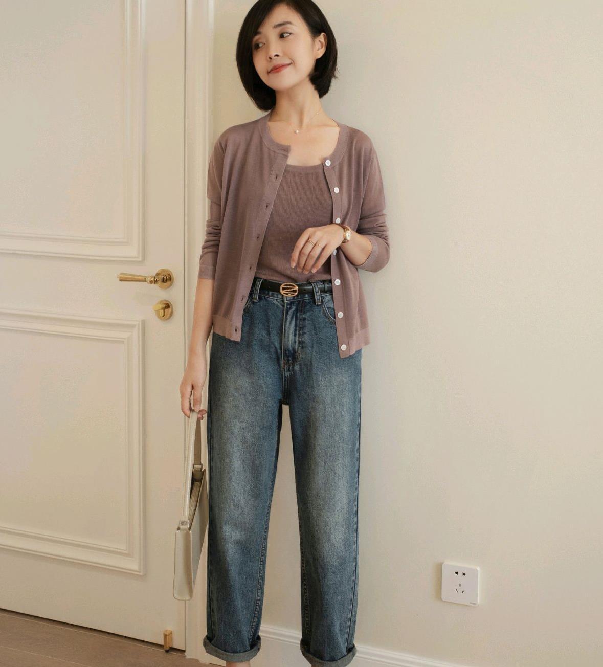 早秋穿搭并不难,针织开衫搭配牛仔裤,简单优雅,又尽显女人味