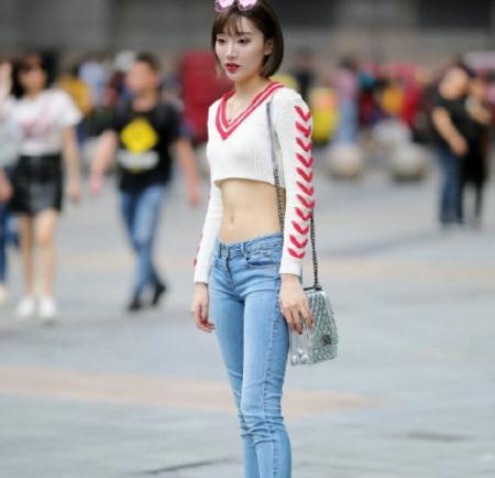 街拍美图:穿搭唯美的小姐姐,身材显高,时尚有女人味!