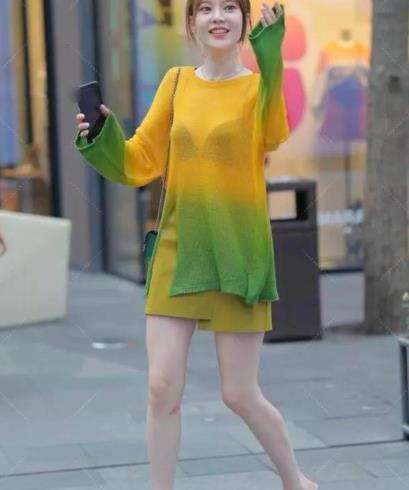 黄色蕾丝纱布上衣突显质感,小碎花半身裙,展现东方女性气质
