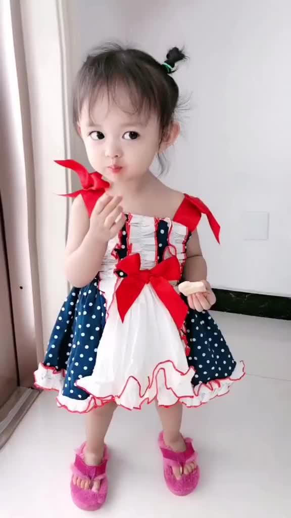 可爱的女孩纸吃到自己喜欢的东西是不是都是这个亚子萌宝萌娃