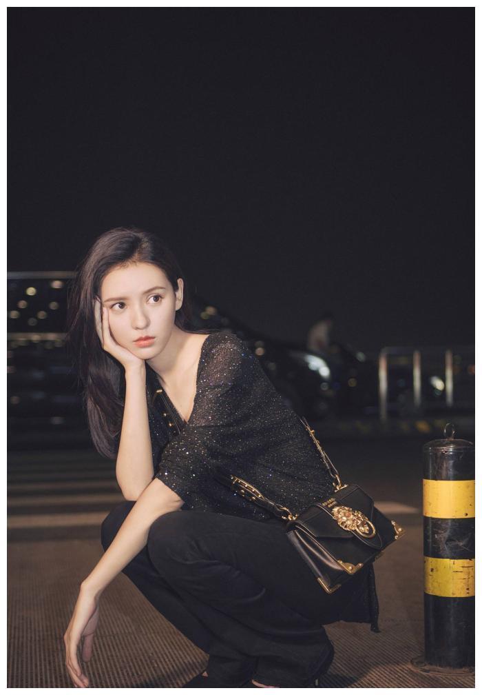"""有种""""合照杀手""""叫张予曦,年纪最小的她坐中间,却美成了焦点!"""