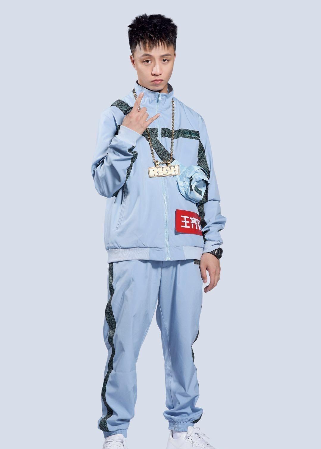 每日明星推荐——王齐铭又去参加新说唱了,他真的很喜欢蓝色呢