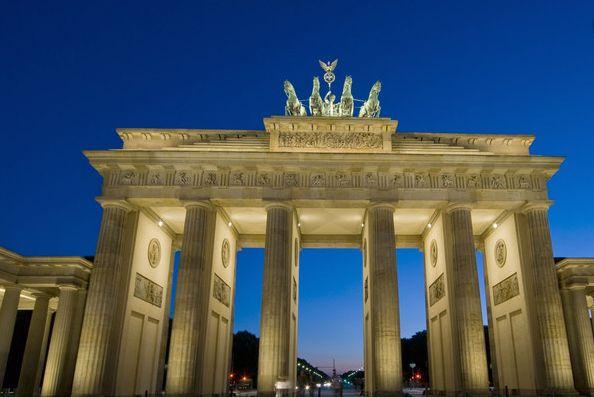 勃兰登堡门——是位于德国首都柏林的新古典主义风格建筑