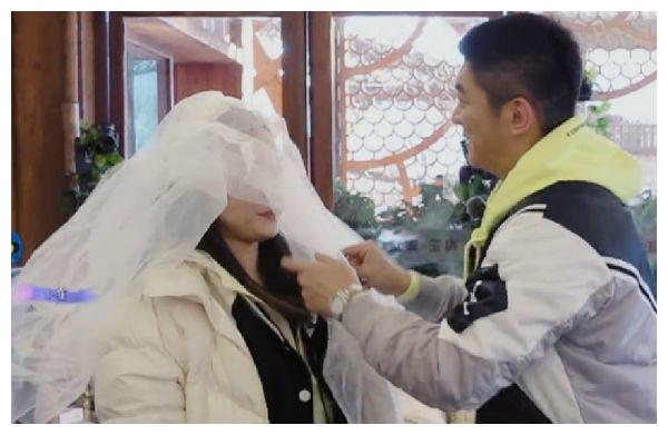 霍思燕拿到大勋送的礼物激动到尖叫,看到是什么后,杜江不吃醋?