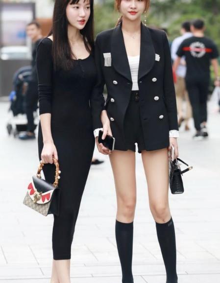 街拍美图:小姐姐的穿着甜美有心机,都市韵味,诠释别样风情!