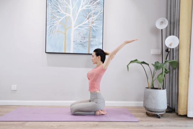 4个瑜伽体式,让你拥有维密身材,不输女神裴秀智