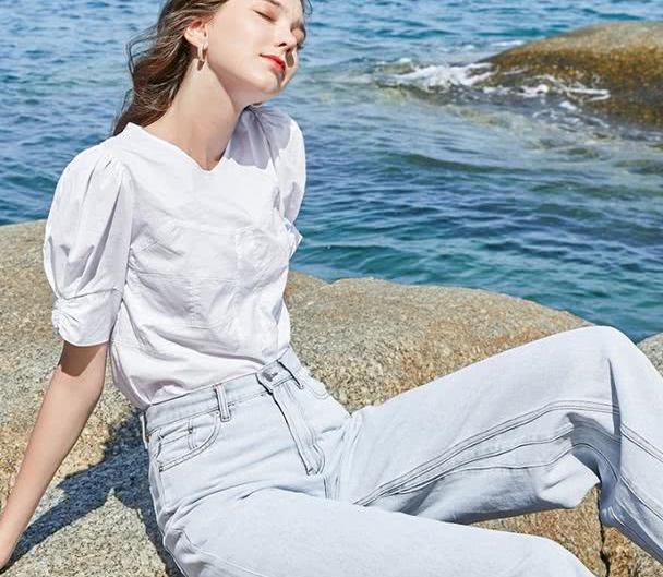 不管是白衬衫还是小碎花,经典的单品怎样穿时髦?
