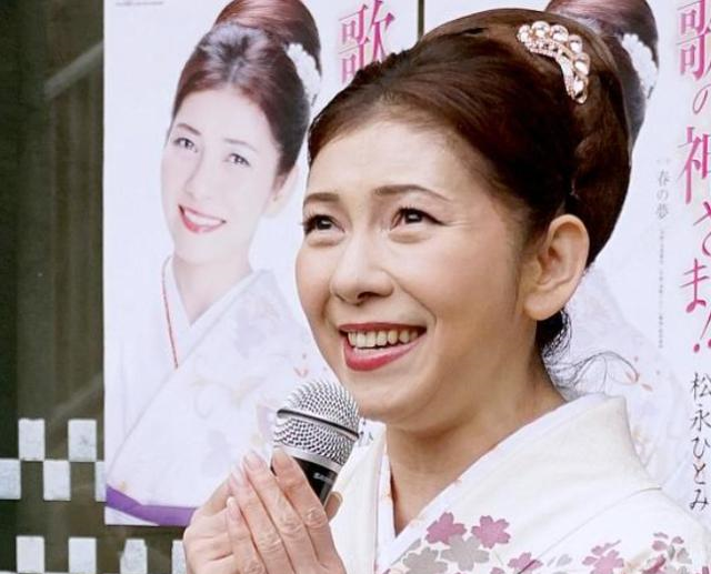 53岁女歌手浴室摔倒身亡,黄鸿升、潘星谊也是因地滑摔倒殒命