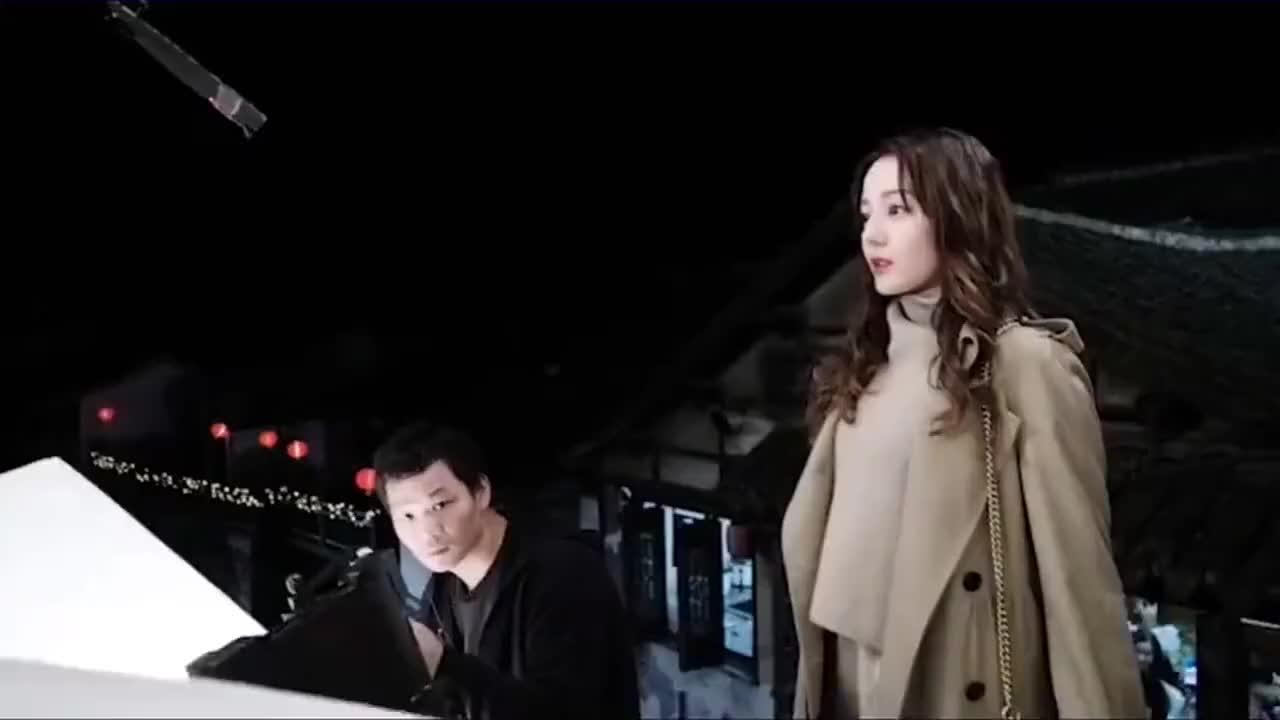 难怪演员会因戏生情,看到黄景瑜和热巴的吻戏花絮,怎能不心动?