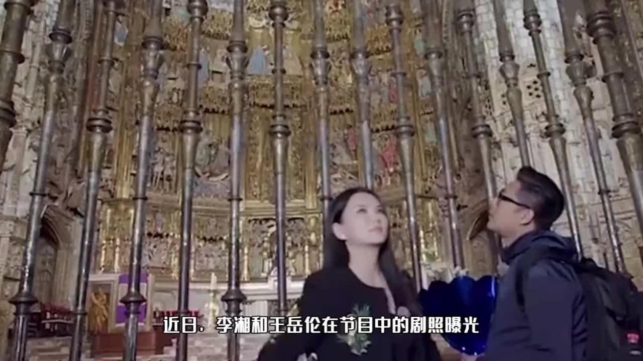 李湘王岳伦霸气出街,外套披肩气场两米八,挎贵妇包价格高达26万
