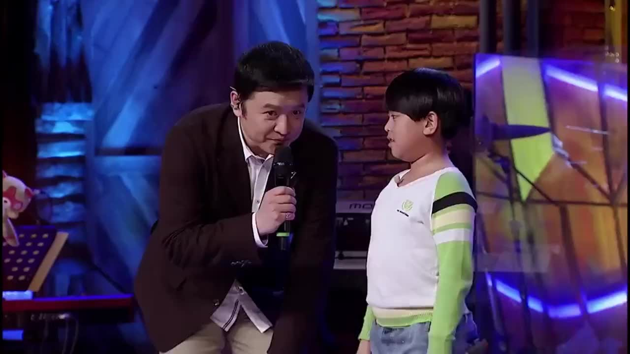 音乐大师课:男孩自信演唱《跟着感觉走》,说话逗乐主持人