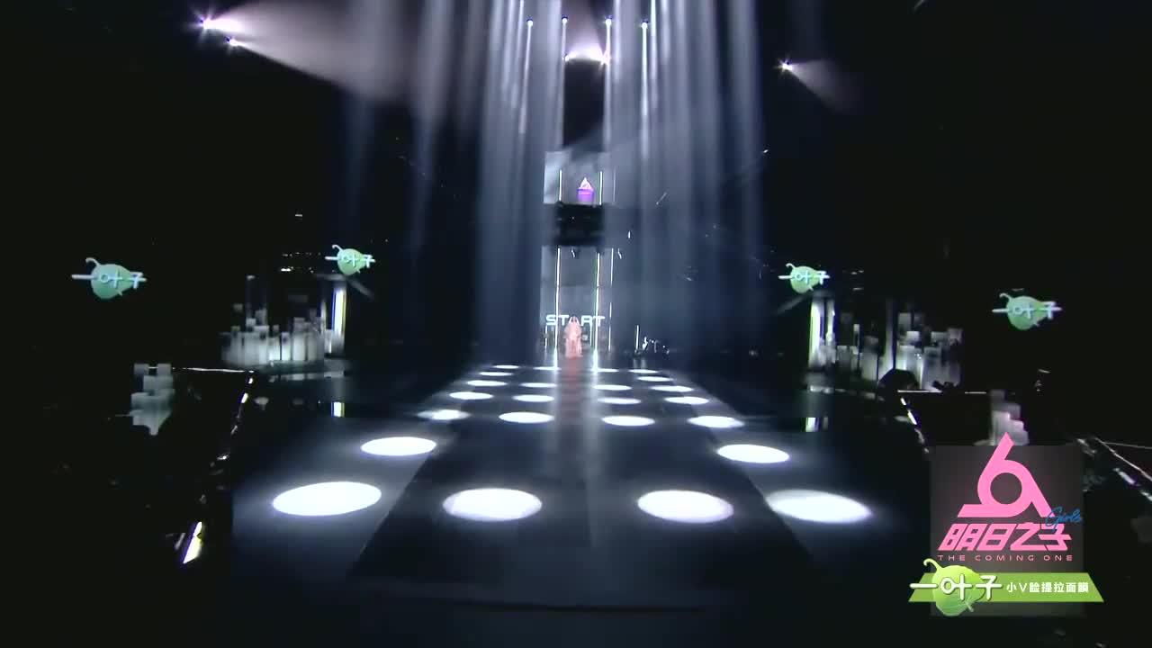 仙女洪一诺光脚入场,为了音乐她不顾一切,这段视频莫名戳中泪点
