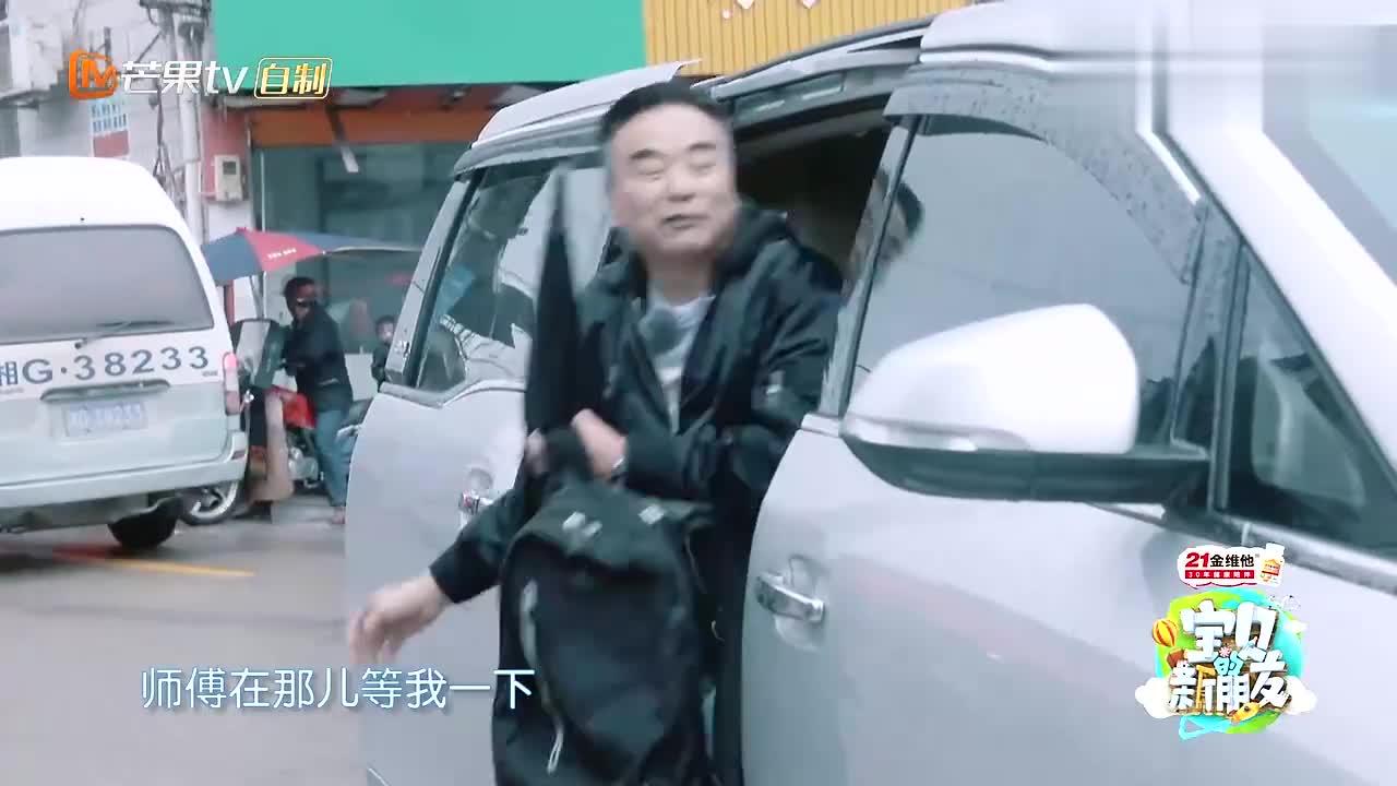 岳跃利吃路边摊,湖南特制爆辣米粉,大口嗦超过瘾!