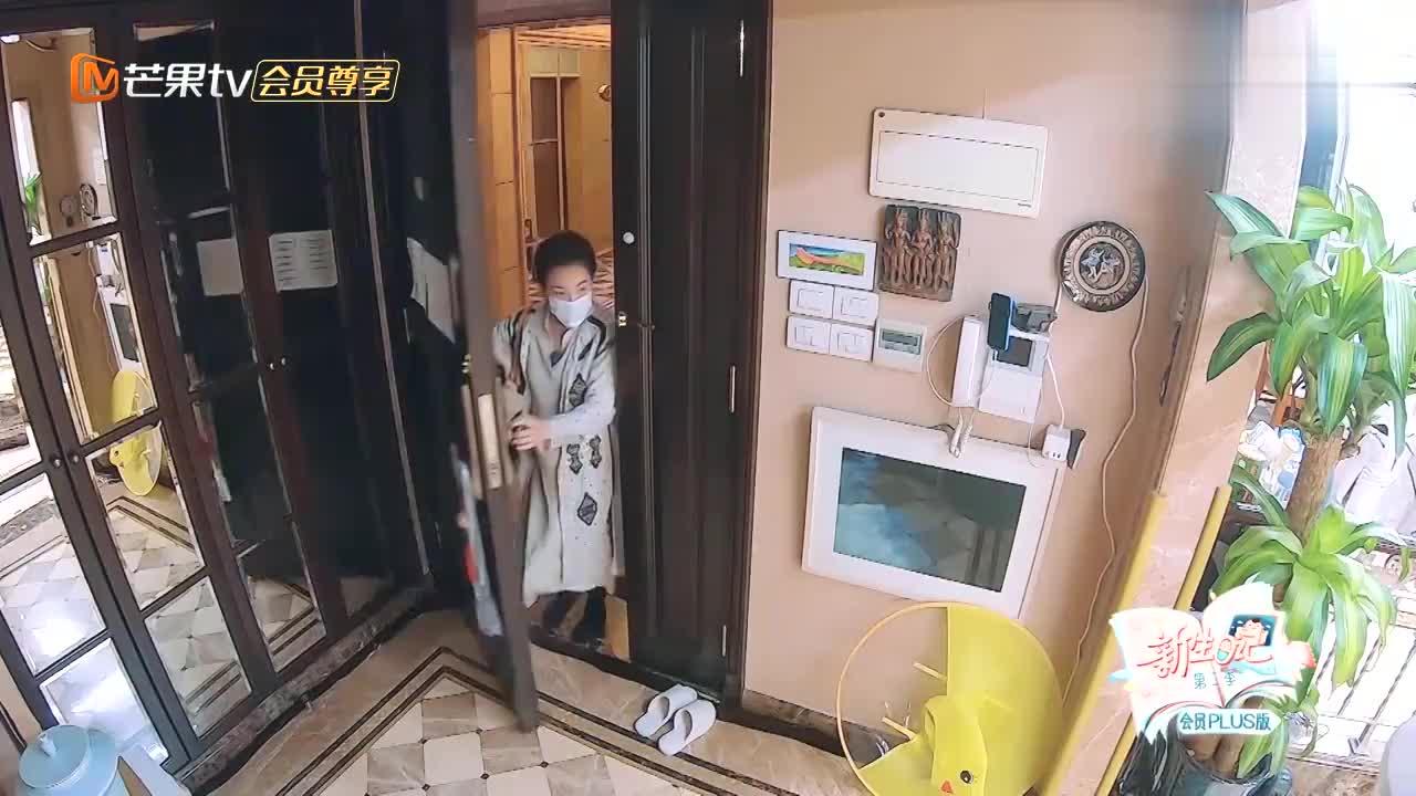王弢在家给儿子剪头发,刘璇看了一眼当场笑喷,还挺别致啊!