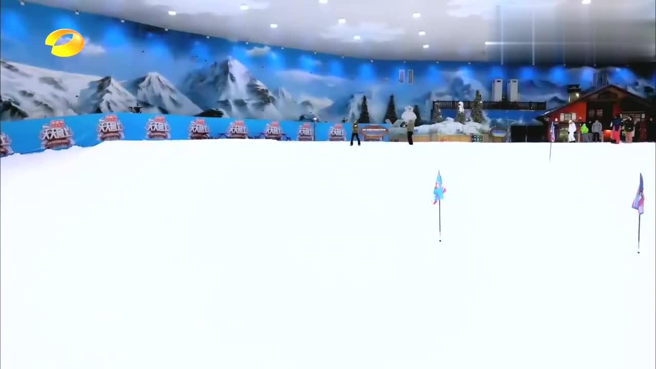 世界滑雪冠军这姿势绝了,一个腾空后空翻,王一博直呼太帅!