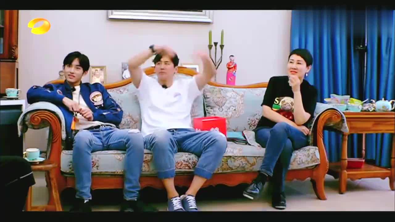 大张伟不当演员可惜了,和刘宇宁即兴演绎同学情,张凯丽嘎嘎乐!