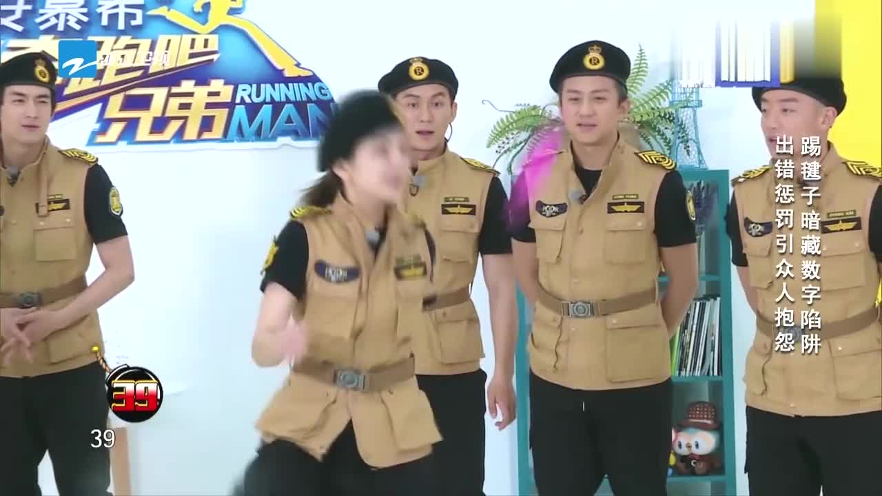 奔跑吧:王祖蓝受惩罚质问黑衣人,结果下一秒秒怂,太逗了