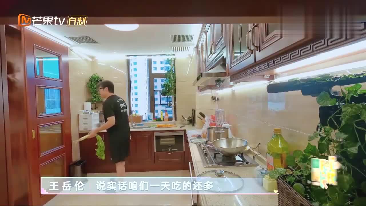 李湘爆料明星减肥方法,饿了就添一口老干妈,陆毅饿到浑身无力!