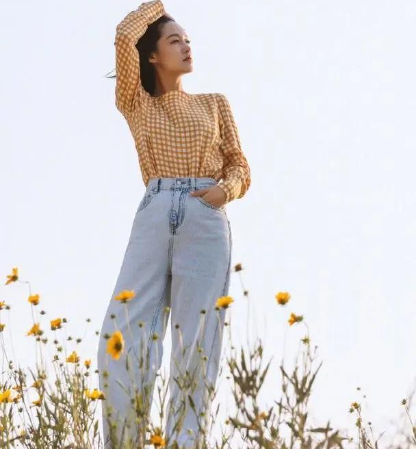 橘子汽水般的夏日,李沁穿格子衬衫配牛仔裤,美到冒泡