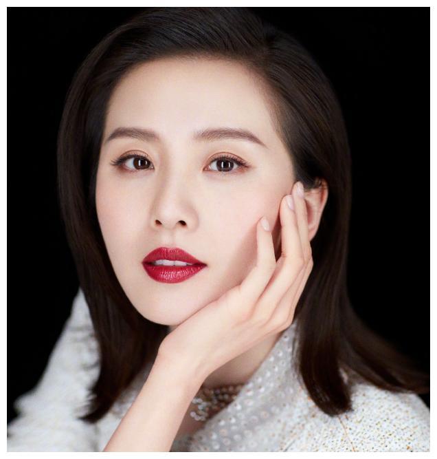 明星知性美谁最明显?刘诗诗温柔气质吸引人,低调穿搭也有魅力