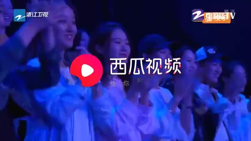 中国梦想秀:90后女孩杨莉因为意外失去双臂,用双脚书写人生