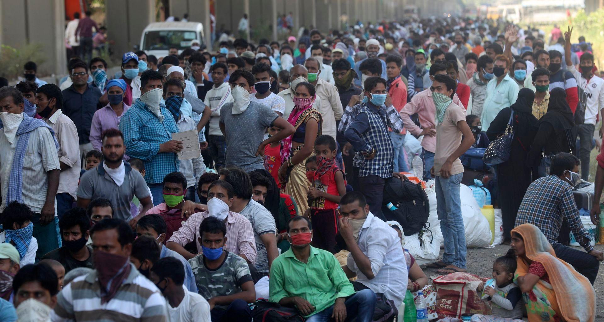 """印度遭遇飓风和疫情双重打击,""""劳工返乡潮""""场面壮观"""