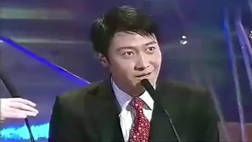 冯小刚和黎明一同颁奖冯导调侃台下的周星驰现场气氛升温