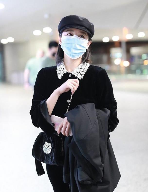阚清子时尚在线,演绎丝绒裙的时髦穿搭,亮眼醒目还是这风格好看