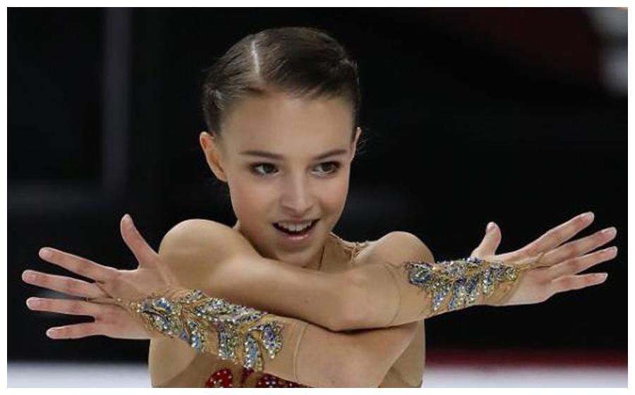 高颜值+高技术!16岁花滑少女赛中秒换装,勾手四周跳引全场尖叫