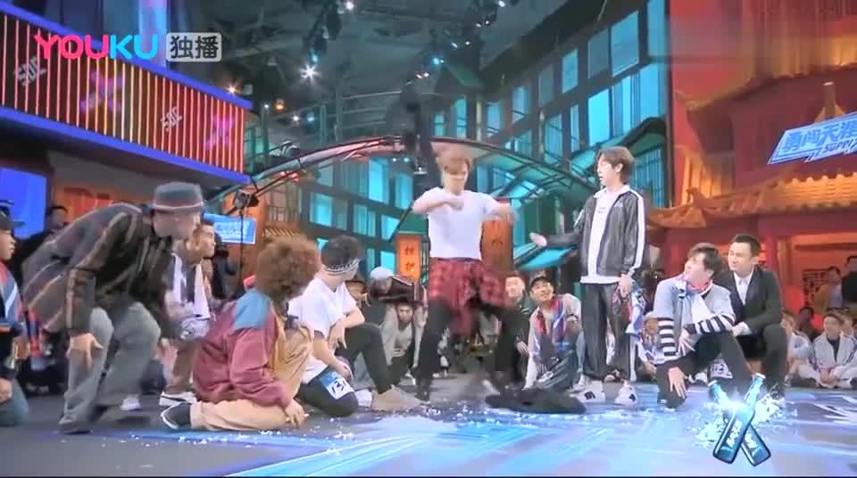 这就是街舞2:小猪脱衣服示威,动作滑稽搞笑,韩庚也不甘示弱
