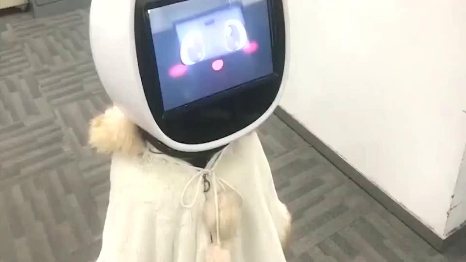 这人工智能真棒满满的黑科技,还会找人要微信,这也太好玩了!