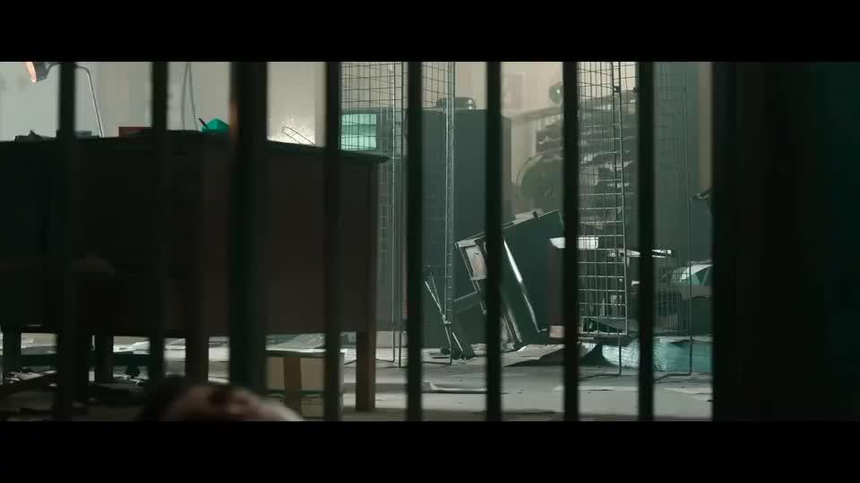 老哥一觉醒来懵了,怎么会在监狱?送进来时被打傻了!