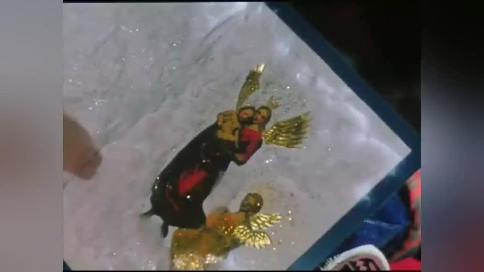 他们那个年代还没有特效,所有梁朝伟真的有翅膀!