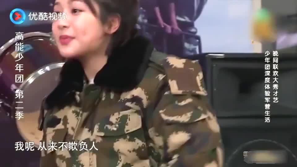 杨紫掰手腕耍嘴皮,张一山不耐烦:要不掰舌头得了,王俊凯笑坏了