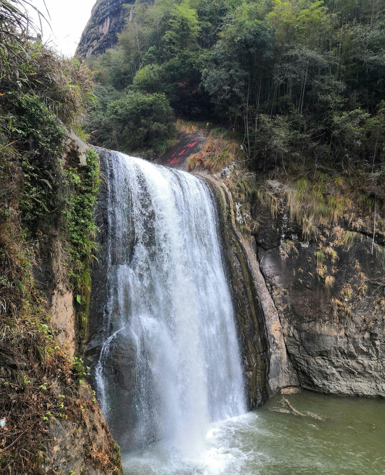 大金湖,飞瀑与悬空寺,摩崖奇洞一线天