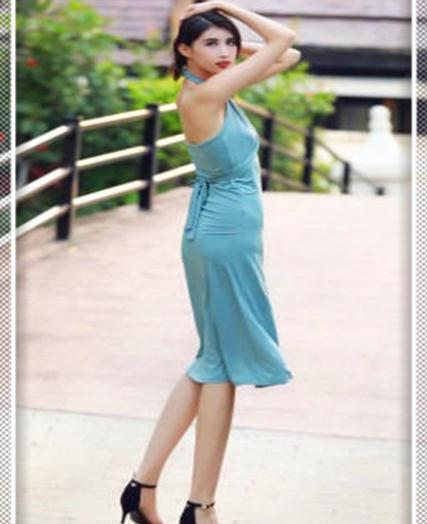 要时髦还得靠挂脖裙,显瘦还高级,妥妥的女王气质