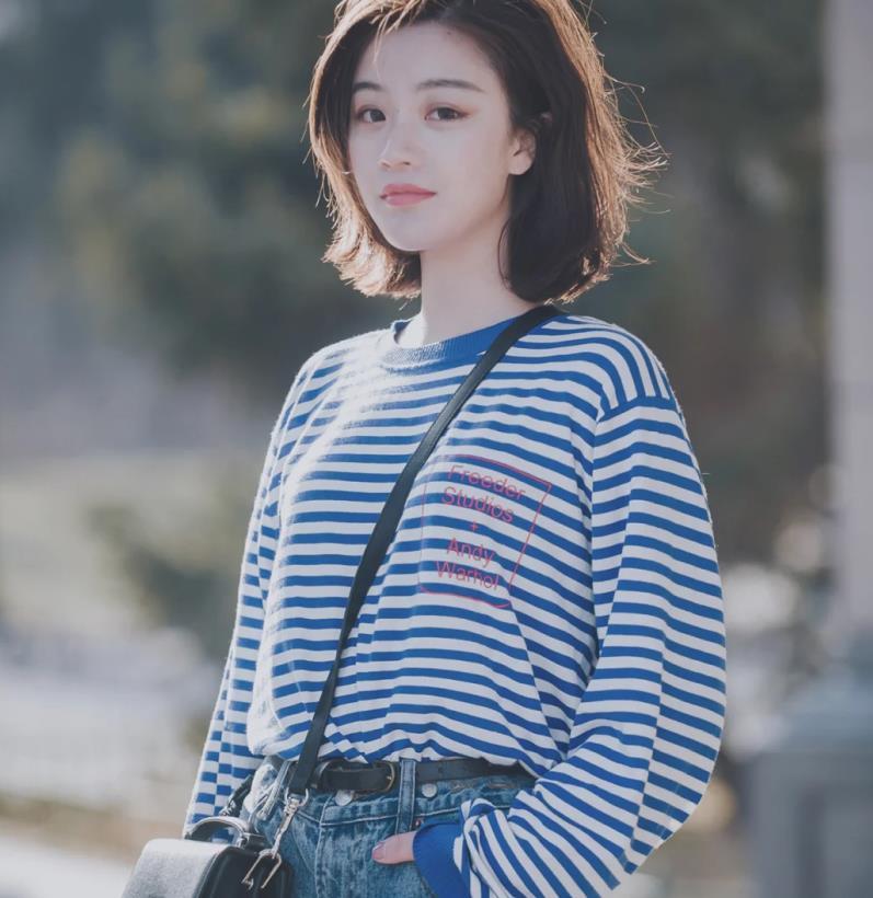轻熟女生的知性短发发型:蓬松侧分减龄,水波纹优雅,外扣更妩媚