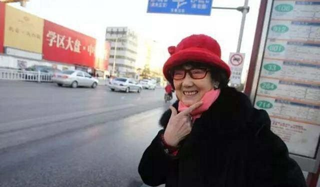 """女版""""褚时健"""":丈夫劈腿,女儿自杀,53岁判死刑,76岁身价千万"""