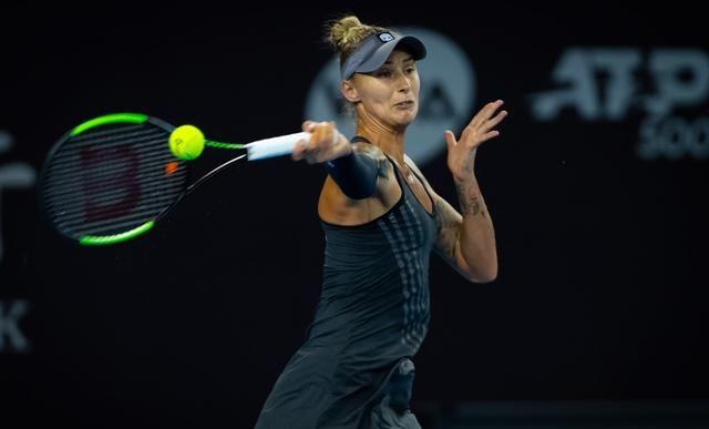 除了背心,网球女运动员也喜欢百褶裙