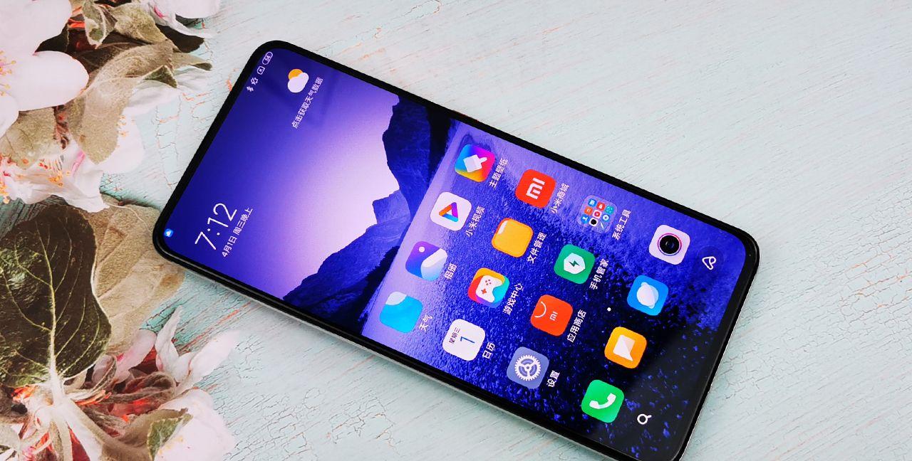 Redmi K30 Pro月幕白图赏:采用弹出式真全面屏设计的高颜值手机
