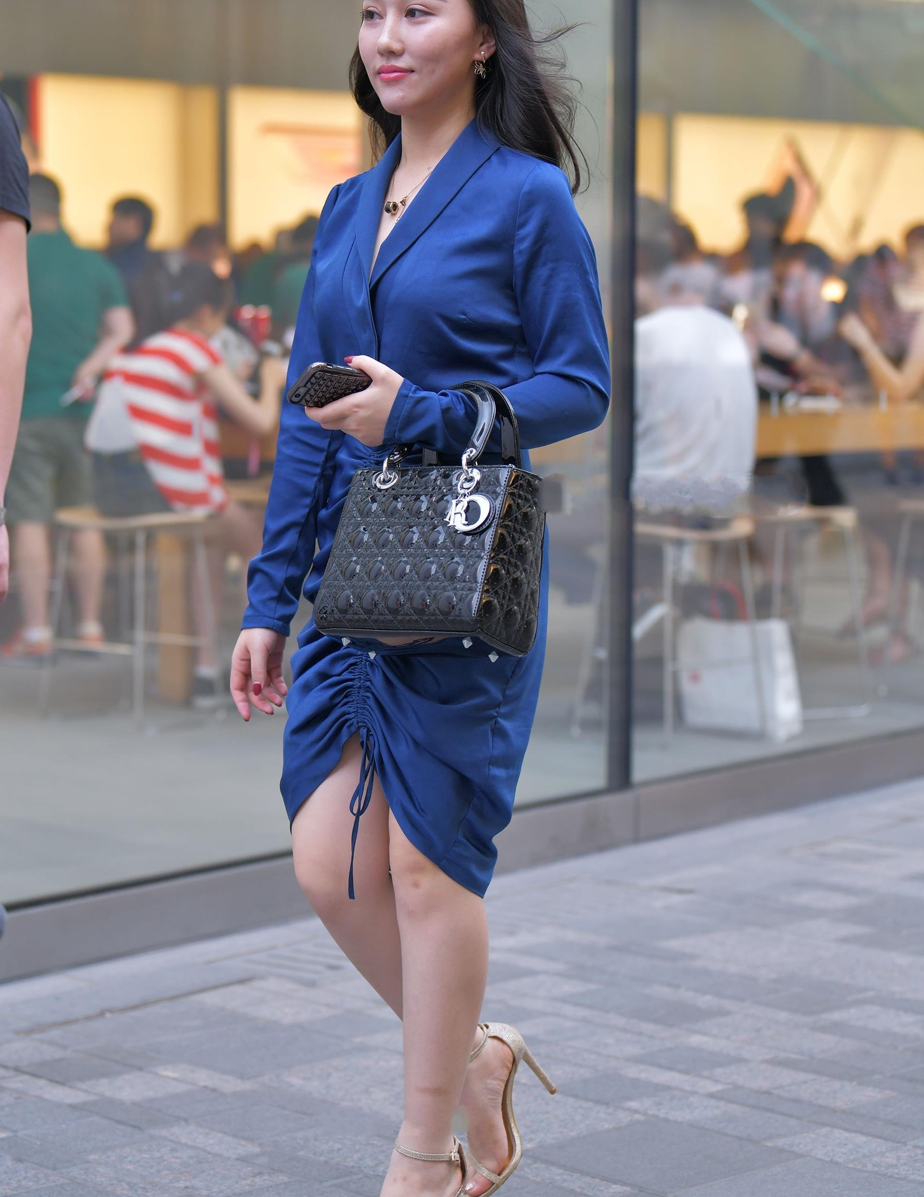 深蓝色真丝连衣裙,时尚大气,简洁干练