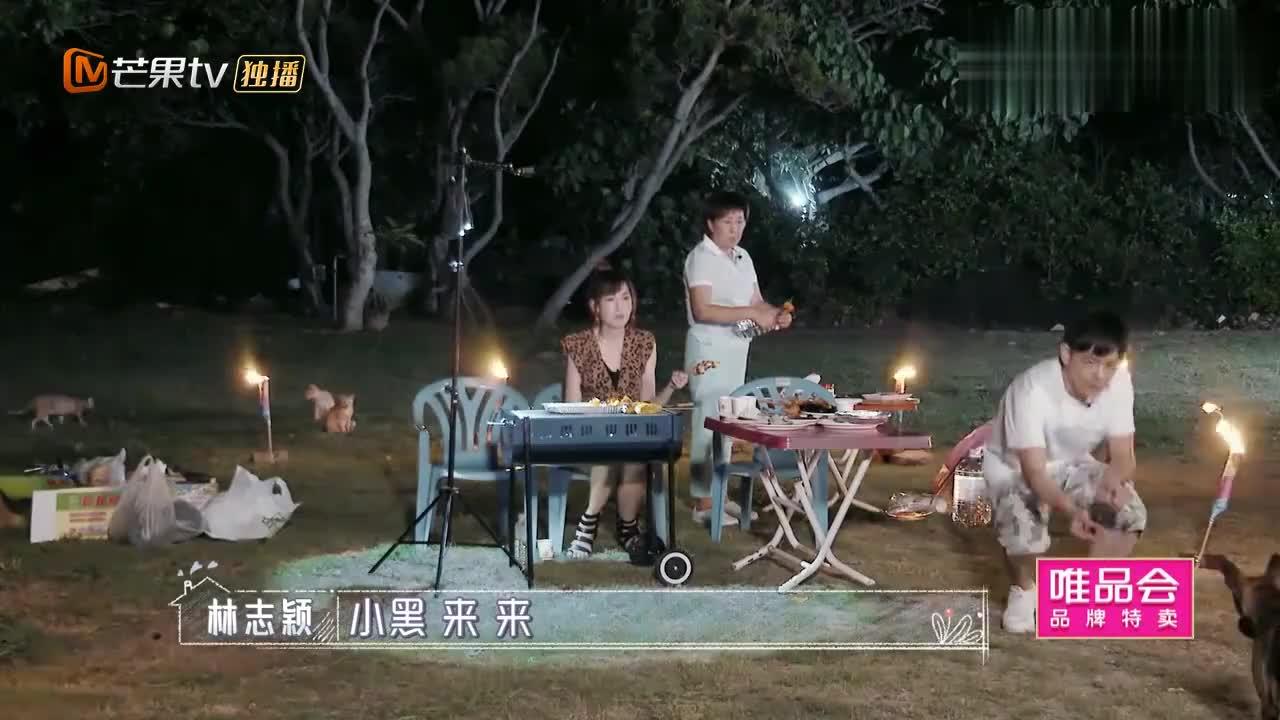 林志颖户外烧烤,陈若仪亲手喂婆婆吃饭,一家三口贼幸福!