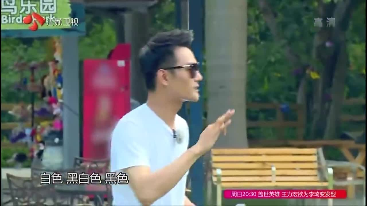 王嘉尔回答正确不料被打,太冤枉,井柏然:这团队不堪一击