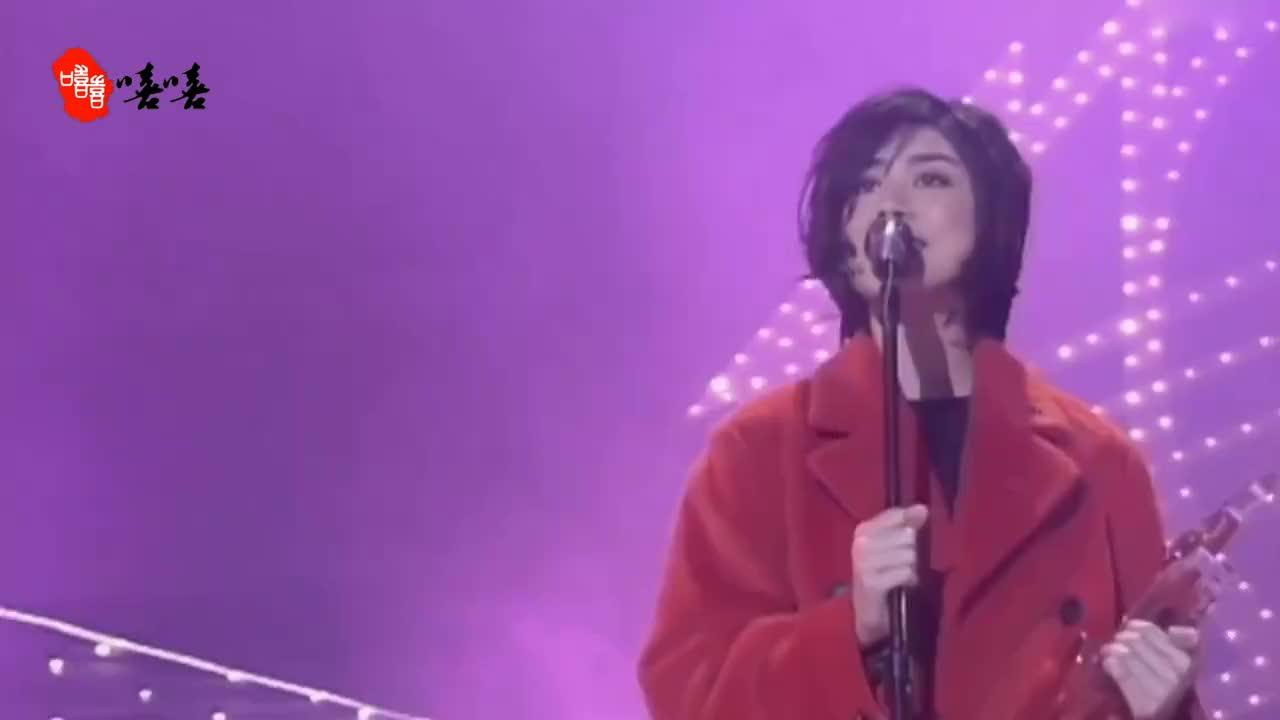 陈慧琳出道唱歌视频曝光,短发好美好有气质,与天后王菲撞脸!