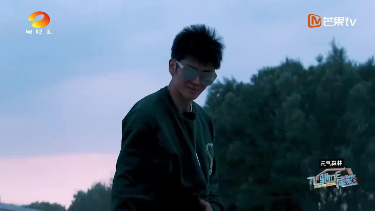 阎鹤祥首次参加综艺,镜头感堪比一流综艺咖,不愧是德云一哥搭档