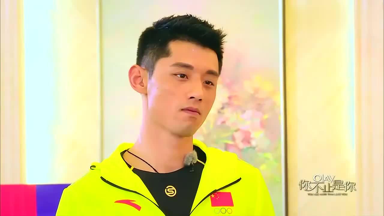 刘嘉玲打乒乓球,张继科用头接引奚梦瑶吐槽:耍赖皮了